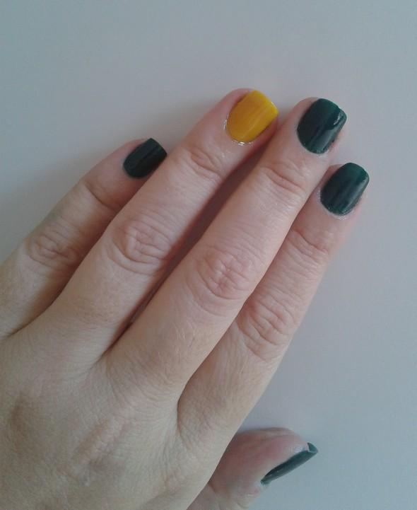 mao_verde_amarela